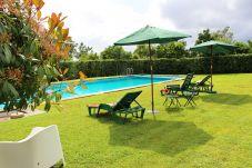 Casa rural con piscina en Amares