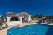 Villa con piscina en la zona de La Fustera-Carrions