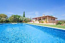 Villa con piscina en Buger