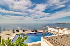 Villa en Cala Pi para 8 personas con 4 habitaciones