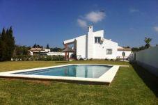 Casa con piscina en la zona de Fuente del Gallo