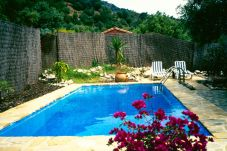 Villa con piscina en El Gastor