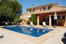 Casa rural con piscina en Lloseta