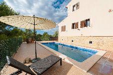 Villa con piscina en la zona de Cala Anguila