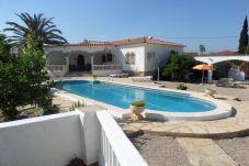 Villa con piscina en la zona de Miami-Platja