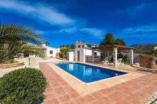 Villa con piscina en Moraira