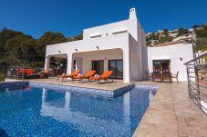 Villa con piscina en la zona de Portet, el