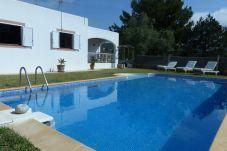 Villa con piscina en la zona de Es Cubells
