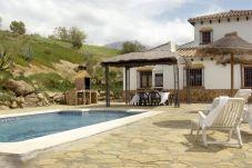 Casa con piscina en Viñuela
